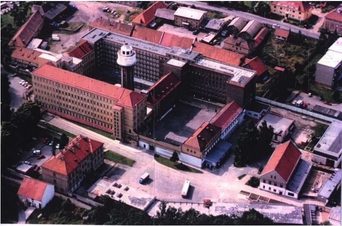 Letecký pohled na vazební věznici Ruzyně.