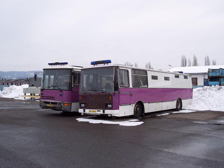 Vězeňské autobusy - ponorky.